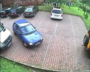 Autonkuljettajalla oli hurjat vaikeudet päästä tältä parkkipaikalta ulos! – Katso video