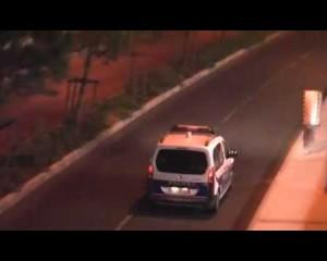 Ihmispeltipoliisi kiusaa ranskan poliiseja – Katso hauska video