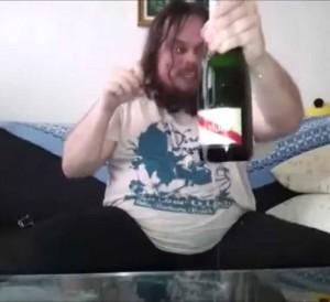 Markoboy87 hallitsee pullojen avaamiset! – Katso video