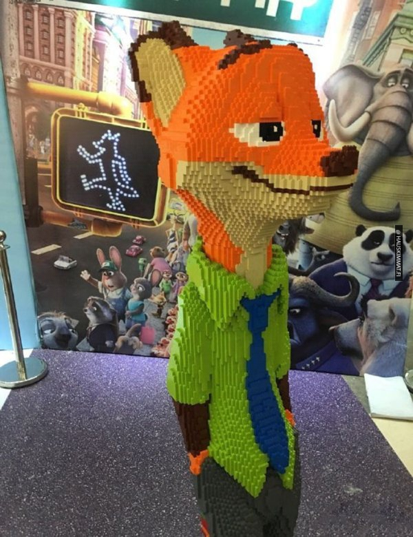 boy-destroys-lego-fox-exhibit-statue-1