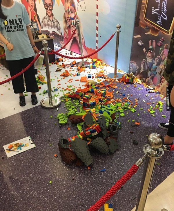boy-destroys-lego-fox-exhibit-statue-2