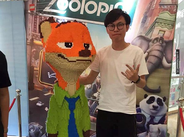 boy-destroys-lego-fox-exhibit-statue-3