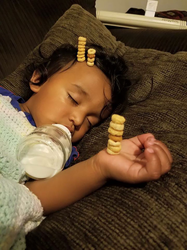 cheerio-challenge-dads-stack-cheerios-babies-funny-competition-3-576518ff2c9b9__605