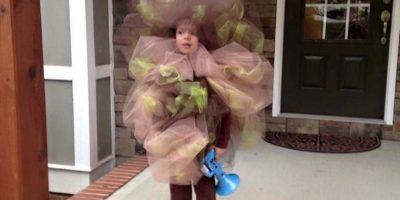 Poika pukeutui pieruksi Halloween -juhliin. Katso hauska kuva!