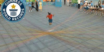 Maailmanennatys: tyttö hyppi 110 hyppynarua samanaikaisesti!