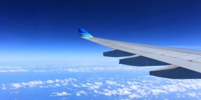 Matkustaja näki lentokoneen ohjaamossa kaljatölkin – kysymyksiä herättävä tilanne