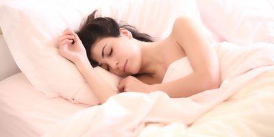 Mikä on täydellinen makuuhuoneen lämpötila 8 tunnin yöunille?