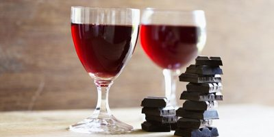 Nyt se on todistettu: suklaa ja punaviini nuorentavat!