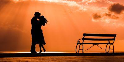 Taiteilija kuvittaa sympaattisesti, mitä rakkaus todella on