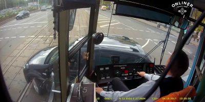 Autoilijat eivät huomioi raitiovaunuja liikenteessä – muistakaa kuolleet kulmat