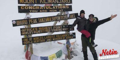 Seitsemän vuotias tyttö kiipesi Kilimanjarolle! – Vilkuttaakseen isälleen taivaaseen!