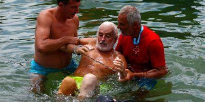 Mies ui yli 3 kilometriä jalat ja kädet sidottuna säkissä!