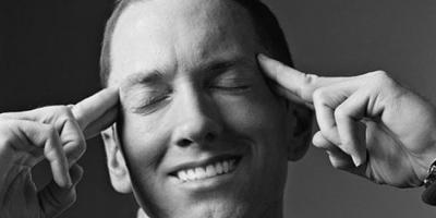 Kuvankäsittelijä laittoi Eminemin hymyilemään – syytä joskus hymyillä