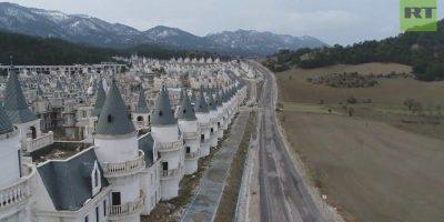 Melkoinen aavekaupunki Turkissa – yli 700 satulinnaa tyhjillään!