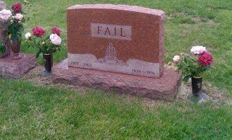 Onko hautakivien oltava aina vakavia? – Nämä osuvat naulankantaan