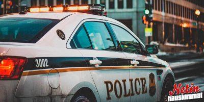Autosta löytyi crack-kokaiiniksi epäilty pussi – Mies syytti tuulta!